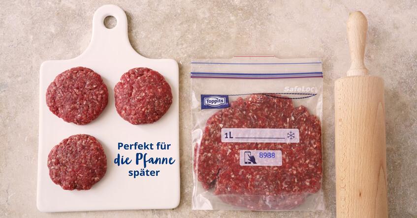 Hackfleisch Pattys auf dem Brett und Hackfleisch im Toppits® Gefrierbeutel