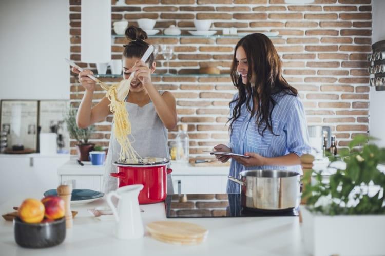 Plaisir de cuisiner avec les accessoires Toppits®, comme la gaine de cuisson.
