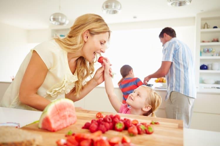 Fruits dans un sac congélation de Toppits® pour toute la famille.