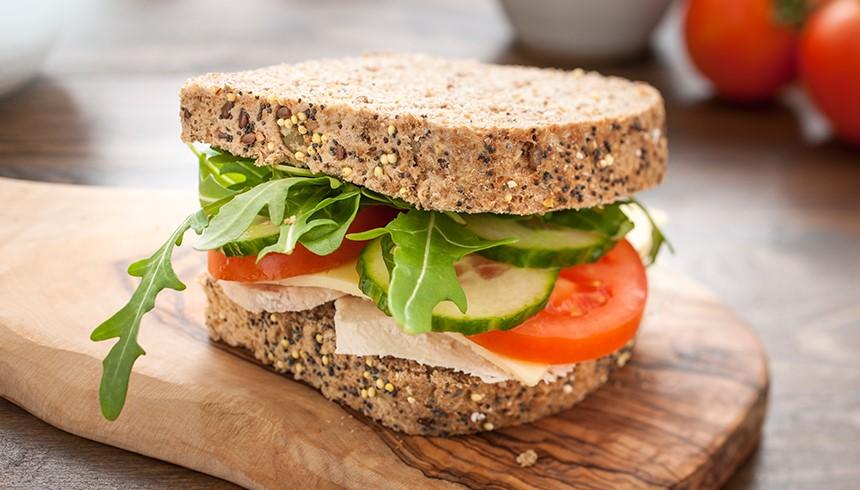 Ein dank des Sandwich-Beutels frisches Sandwich.